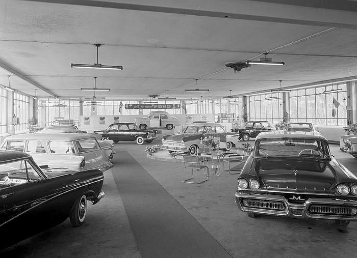 Fords bilhall på Bergåsa