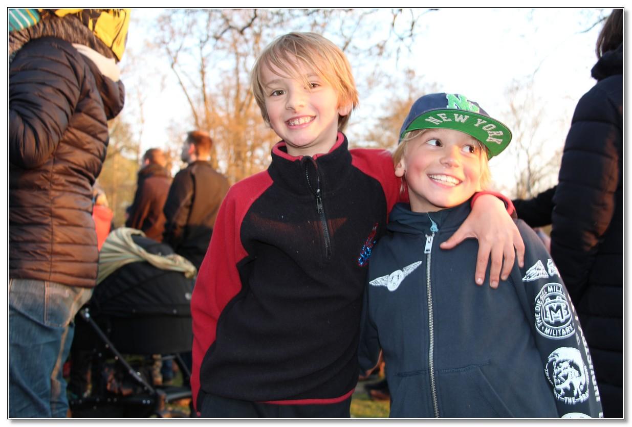 Herman och Evert har kul på Valborg