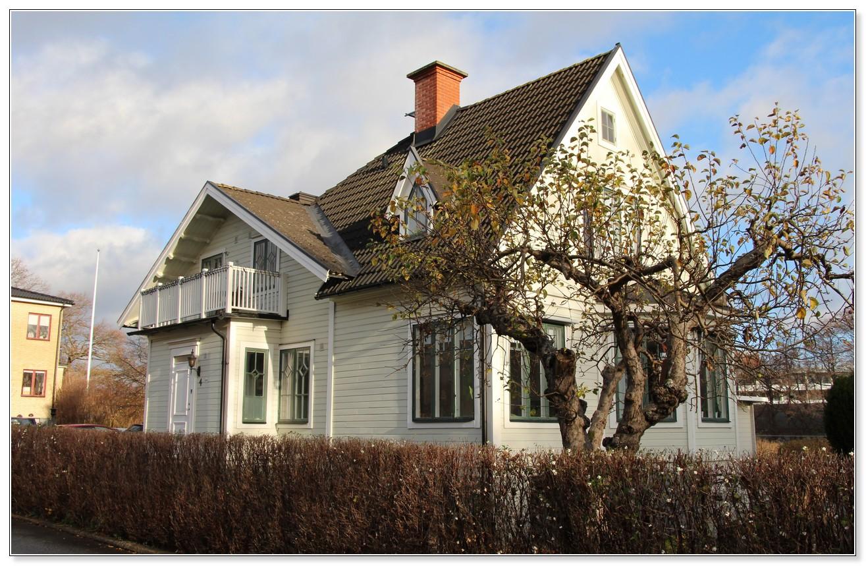 Bostadshuset till stadsfarmen Rostad, Sunnavägen 117/Rostavägen 4. Foto Hans Södergren.